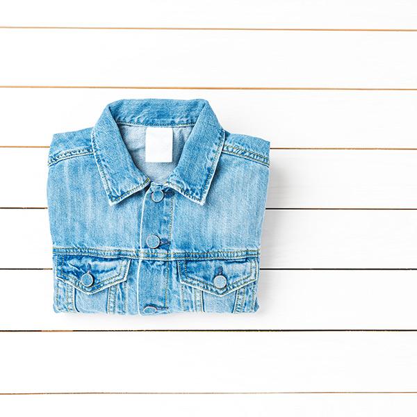 Les avantages d'une veste en jean et comment la porter